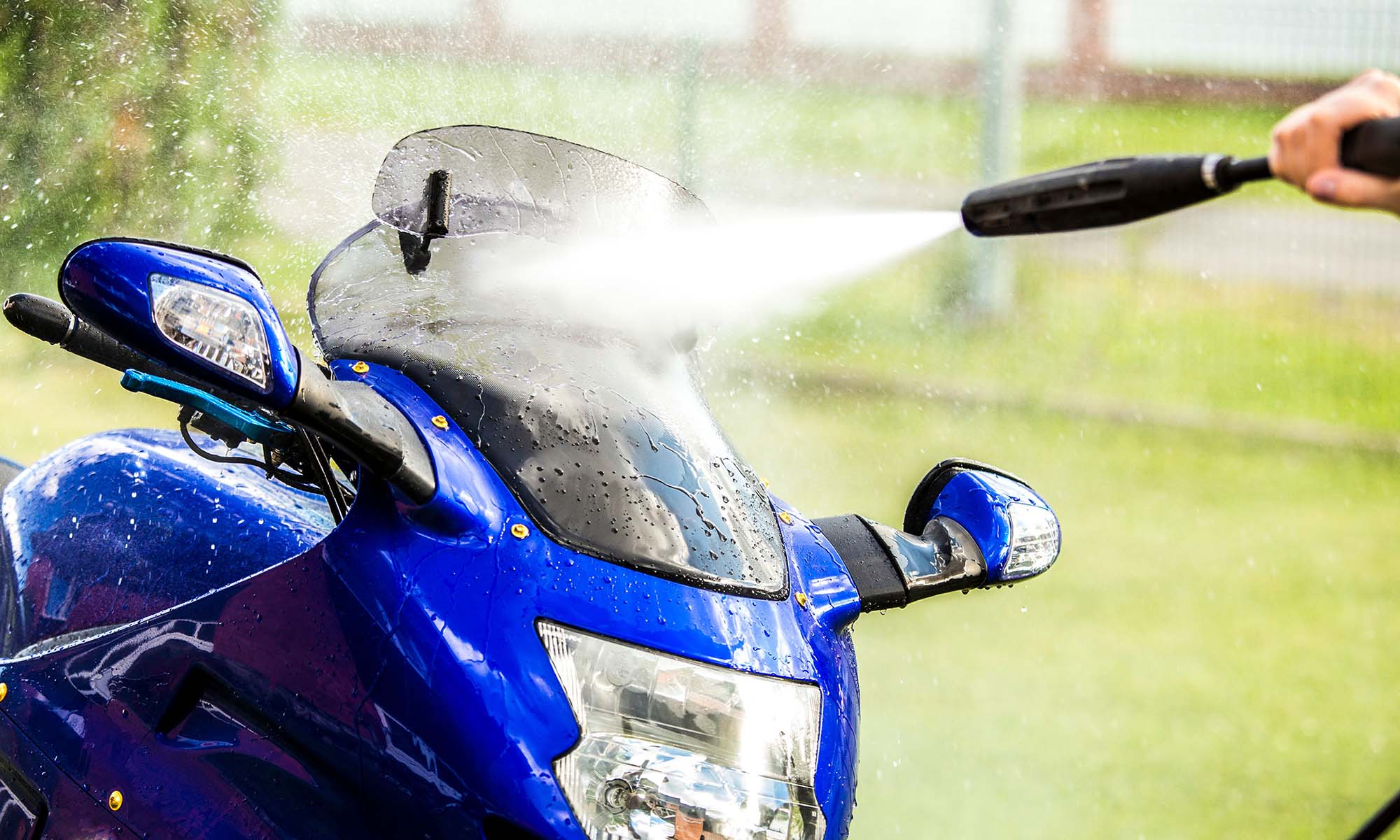 motorcycle screens and motorcycle wind deflectors cleaning